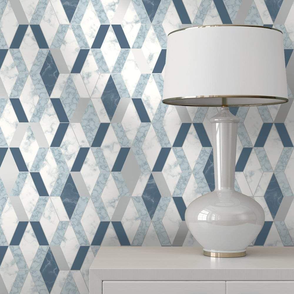 Обои синей геометрией с белой мебелью