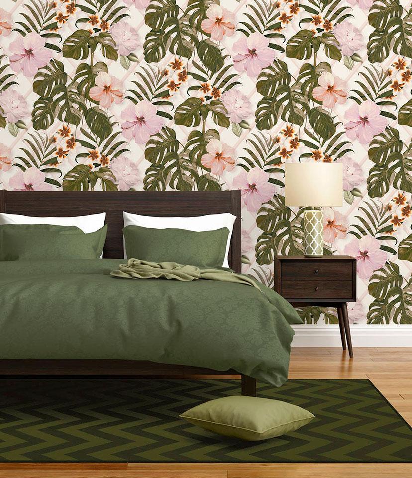 Обои с розовыми цветами и зелеными листьями